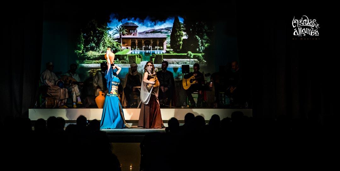 Las princesas nazaríes pasean por los jardines del palacio de la Alhambra, felices, desconocen lo que ocurrirá a continuación.